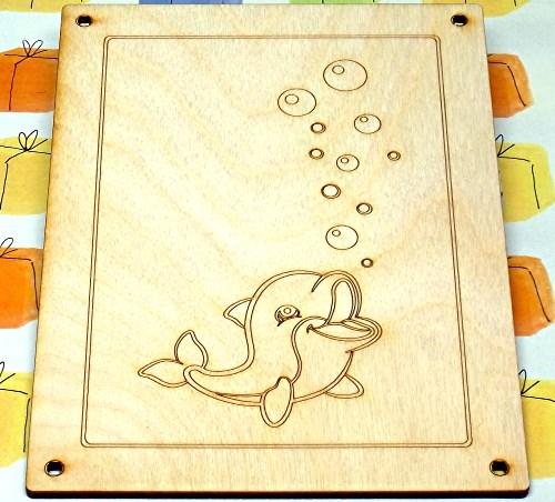 Frühstücksbrettchen Holz Für Kinder Mit Gravur Kleiner Delphin Mit
